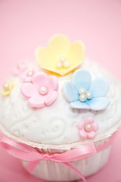 cupcakes    pastels - perfect for a baby shower
