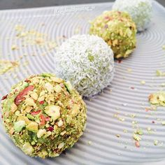 Matcha Coconut Protein Balls by @healthyeating_jo| Sweeter Life Club