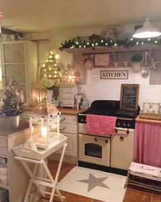 shabby chic kitchen designs – Shabby Chic Home Interiors Decor, Christmas Kitchen, Cozy Kitchen, Interior, Kitchen Decor, Home Decor, House Interior, Cosy Kitchen, Shabby Chic Kitchen