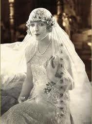 1920s bride | More on the myLusciousLife blog: www.mylusciouslife.com