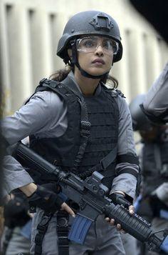 Priyanka Chopra in Quantico Military Women, Military Police, Military Couples, News Logo, Female Soldier, Warrior Girl, Girls Uniforms, Priyanka Chopra, Special Forces