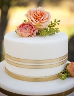 #Round, Rose, Gold Wedding Cake... Wedding ideas for brides, grooms, parents & planners ... https://itunes.apple.com/us/app/the-gold-wedding-planner/id498112599?ls=1=8 … plus how to organise an entire wedding, without overspending ♥ The Gold Wedding Planner iPhone App ♥