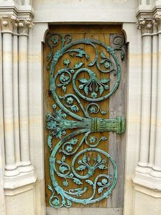 I wouldn't ba able to master an iron design for a door, but this gave me an idea. I rarely see people paint the doors of the inside of their houses. It would be a unique, interesting concept! Like different doors to Wonderland! Knobs And Knockers, Door Knobs, Door Handles, Cool Doors, Unique Doors, Art Nouveau, Art Deco, Entrance Doors, Doorway