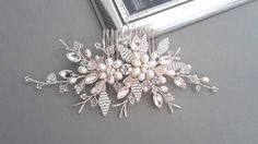 Bridal hair comb Crystal comb Pearl hair comb Wedding Hair