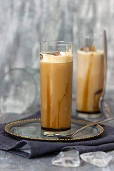 Step by Step How to Make Iced Caramel Latte 3 Espresso Recipes, Espresso Drinks, Coffee Recipes, Coffee Drinks, Iced Caramel Latte Recipe, Frappe Recipe, Carmel Latte, Homemade Iced Coffee, Chocolate Shavings