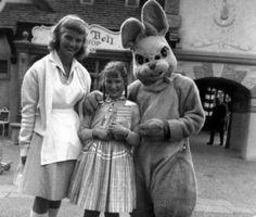 Look at the bunny...hella muggin...the bunny looks kind of evil...I dunno.