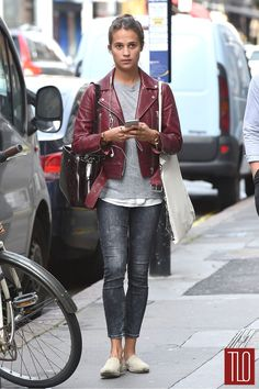 Alicia-Vikander-GOTS-London-Street-Style-LJBJ-Louis-Vuitton-Tom-Lorenzo-Site-TLO (1)