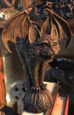 Constantine - Cat Gargoyle