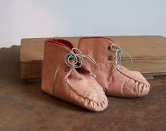 Antique pink leather baby shoes early 1900s excellent condition #etsy #etsyvintageteam #baby #homedecor #vintage