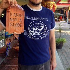 Sì, c'è ancora gente convinta che la Terra sia piatta   VICE Italia