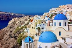 There are so many unforgettable places to visit in Greece that it's hard to decide where to go. Learn more about 20 places in Greece travel bloggers love!