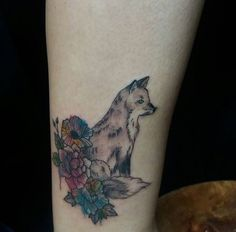 Raposinha delicada feita pela nossa tatuadora @andreiamine ❤️ Para orçamentos, desenhos e agenda, fale com ela em tattoo@circushair.com 🎪 #circushair #circuspamplona #circustattoo #tatuagemnocircus #tattoo