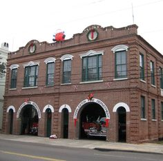 Charleston firehouse decorated for the holidays. | Shared by LION