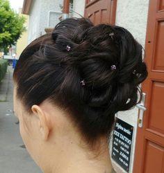 #alkalmi#konty :) Lany, Updos, Hairstyles, Drawing, Hairdos, Up Dos, Haircuts, Hair Makeup, Sketches