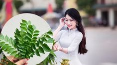 This article points to the benefits of curry leaves for the hair growth. Try these simple home remedies to get a long and strong hair. Grey Hair Remedies, Hair Remedies For Growth, Hair Growth Treatment, Hair Treatments, Extreme Hair Growth, Hair Growth Tips, Hair Care Tips, Hair Loss Shampoo, Luscious Hair