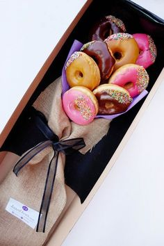 No, this isn't the If you want to express your feelings to someone, express them with the global sign for love: the donu day food bouquet Bouquet O. Food Bouquet, Candy Bouquet, Bouquet Flowers, Diy Birthday, Birthday Gifts, Valentine Day Gifts, Valentines, Edible Bouquets, Dessert Boxes