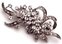 Sparkling brooch  #brooches #jewelry #costumejewelry #rings #necklaces #pendants #gold #silver #diamonds #diamondrings #goldrings $29.95