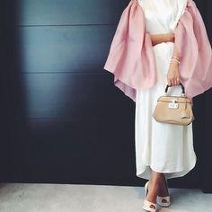Image about girl in Hijab xxo by ZzuhurR on We Heart It Modesty Fashion, Abaya Fashion, Muslim Fashion, Fashion Outfits, Khaleeji Abaya, Merida, Hijab Fashion Inspiration, Fashion Ideas, Hijab Look
