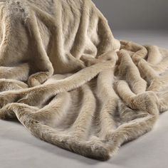 Our Beige Frost Faux Fur Throw Has A Champagne Base With Creamy White Tip Backed In Cream Suede Throws Are The Ultimate Luxury And