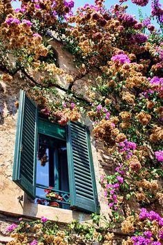 Sirmione, Italy Un viaje gastronómico por el campo www.livingmoda.es ITALIA!! AMO ESA CASA!!