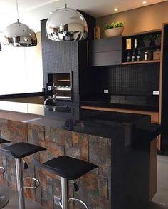 ✨ Área gourmet projetada pela @carolcantelli_interiores. Muito amor por esse revestimento da Castelatto (Oxyden) ❤️