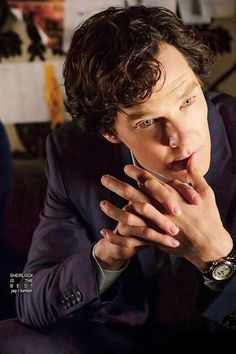 His beautiful hands, fingers touching those to die for lips, those gorgeous eyes and those curls. ---> (what she said times infinity!) This is hour he should always look. I don't like the shorter hair on him. Sherlock Bbc, Benedict Sherlock, Sherlock Holmes Benedict Cumberbatch, Martin Freeman, John Watson, Benedict And Martin, Mrs Hudson, Gorgeous Eyes, Beautiful Hands