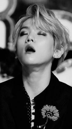 Jesus beakhyun stop teasing it's not funny 😵😵😵 Luhan, Baekhyun Fanart, Exo Chanbaek, Kim Minseok, Exo Ot12, Park Chanyeol, Filipino, Baekhyun Wallpaper, E Dawn