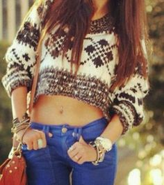 I love when girls wear belly shirts with belly rings, but ivalso like the pattern of the shirt