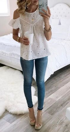 Maillot de bain : eyelet blouse. Love this shirt. Heels are a no because I'd never be comforta