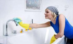 How to wash your bathtub so you get rid of stains deposits and restores its bright white color? Here are three natural and very effective tricks. Rubber Gloves, Cleaning Hacks, Restoration, Bathtub, Tips, Color, Design, Diwali, Images