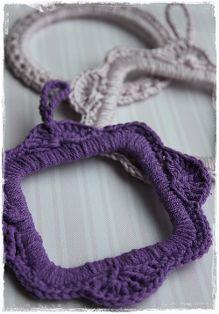 Crocheted piicture frame. Tutorial in Dutch bij Inhaken.