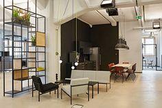 Deloitte Digital Düsseldorf - Office Inspiration #artek #meeting Open Space Office, Royal Opera House London, Dover Street Market London, Office Lounge, Paris Restaurants, Alvar Aalto, Cupboard Storage, Office Interiors, Table