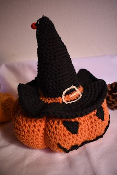 Zucca stregata di Halloween Drops Design, Creative Crafts, Halloween Decorations, Beanie, Internet, Ideas, Fashion, Moda, Fashion Styles