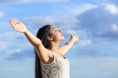 Der Atem ist unsere Hauptenergiequelle, wir nutzen aber nur ca. 30% unserer Lungenkapazität. Finde heraus wie Du den Atem als Energiequelle ausschöpfen kannst: http://www.artofliving.org/de-de/was-ist-sudarshan-kriya