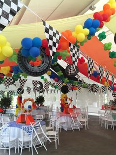 Decoración Fiesta Hot Wheels con Encanto by Marita .