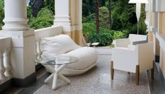 Serralunga (hug chair) @ glottman anteprima arrives in various colors and three sizes for indoor and outdoor environments.