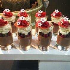 "3,721 mentions J'aime, 7 commentaires - Antonio Bachour (@bachour1234) sur Instagram : ""Chocolate cremeux, Guinness cake, raspberry pudding , coconut whipped panna cotta , raspberry foam…"""