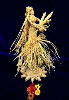 Sabbat Altar Goddess of Abundance… Pagan Witch, Wiccan, Magick, Corn Husk Crafts, Corn Dolly, Corn Husk Dolls, Straw Crafts, Samhain, Mabon