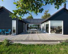 18 Stunning Exterior Design Ideas in Scandinavian Style - Style Motivation U Shaped Houses, Modern Barn House, Casa Patio, Modern Farmhouse Exterior, Shed Homes, Facade House, Scandinavian Home, Black House, House Colors
