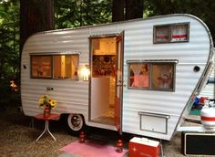 Vintage camper- oh, how I'd love to have one of these to renovate and restore!