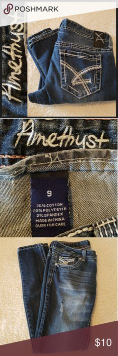 Amythest Decorative Pockets Dark Blue Jeans Size 9 Almost new condition, lower right leg has a tiny frayed edge as shown. 25% OFF BUNDLES OF 3 OR MORE ITEMS REASONABLE OFFERS ACCEPTED Amethyst Jeans Jeans