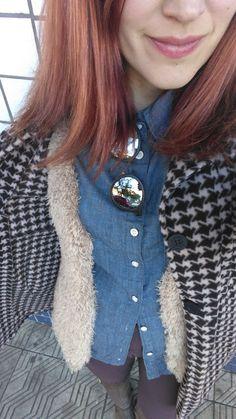 look denin, colete tricot, camisa jeans, legging, pied a poule, óculos espelhado Carmin