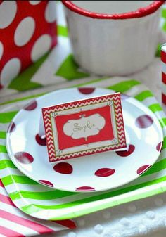 Personalized placemats add some personality to your event . Perfect for dinner or family parties ! Easily made by decorative plates and nametags ! ^.^