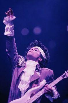 Baddest pics of Prince playing guitar...