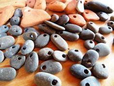 Hoe boor je gemakkelijk gaatjes in steentjes?