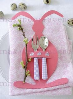 Easter DIY craft idea for spring and Easter holiday. cute kitchen/home decor idea that kids will love. Easter Art, Hoppy Easter, Easter Crafts, Easter Bunny, Holiday Crafts, Easter Eggs, Diy And Crafts, Crafts For Kids, Easter Table Settings