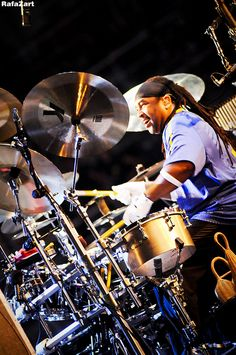 "It's always a joy just to WATCH drummers having joy!  - http://www.pinterest.com/DianaDeeOsborne/drums-drumming-joy/. Original pin: ""this is my good friend carter beauford on the drums""   -dave matthews/central park"