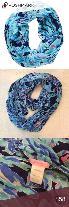 LILLY PULITZER Riley infinity scarf Shrimply Chic Adorable scarf from Lilly Pulitzer! Shrimply Chic print. Preowned, there is one small hole in the fabric. Great condition otherwise! Lilly Pulitzer Accessories Scarves & Wraps