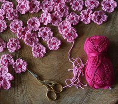Con mano y corazón: flores de cerezo - Con mano y corazón: flores de cerezo Imágenes efectivas que le proporcionamos sobre diy face mask - Tatted Bracelet Pattern, Bracelet Tatting, Tatting Armband, Crochet Earrings Pattern, Tatting Earrings, Tatting Jewelry, Tatting Lace, Knitting Websites, Knitting Blogs