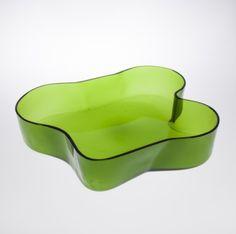 ALVAR AALTO - Glass dish '9747' for Iittala 1950s, Finland. [h. 8 cm, Ø 38,5 cm] Glass Design, Design Art, Green Home Decor, Alvar Aalto, Material Things, Product Design, Glass Art, Cool Designs, Perfume Bottles